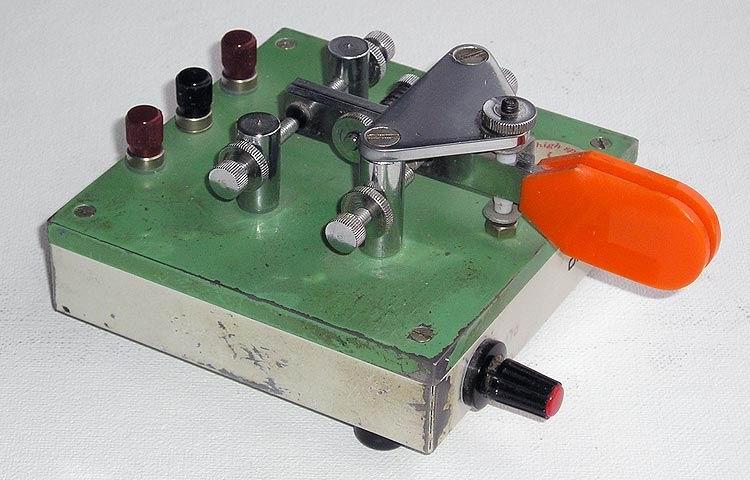 """Электронный ключ """"KHZ """" Выпускается на промышленной основе Дереком Коксом - G3KHZ, Англия."""